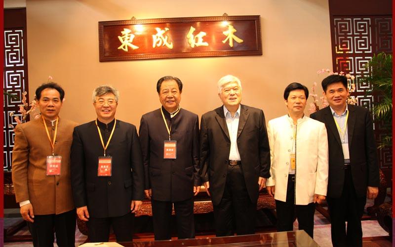 国务院参事乔宗淮(右三),《经济日报》原总编辑艾丰(左三)莅临东成指导